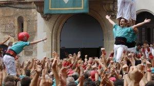 Eufòria total dels Castellers de Vilafranca en tornar a descarregar la torre de 8 sense folre vora dos anys després.
