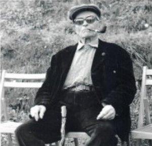Fermí Custó en una de les seves últimes fotografies amb el bastó de gatosa