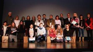 Foto de grup amb tots els guardonats i les autoritats al certamen