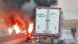 Imatge del moment en què els bombers sufocaven l'incendi
