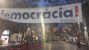Imatge d'una de les pancartes al Vendrell.