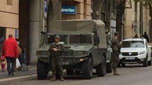La camioneta de l'Exèrcit de Terra, a la Rambla Vella.