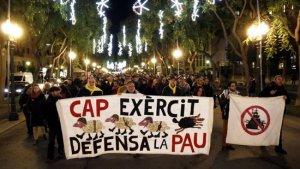 Manifestació per la Rambla Nova de tarragona contra les maniobres de l'exèrcit