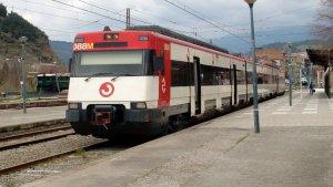 Un tren de Rodalies Renfe estacionat a una andana