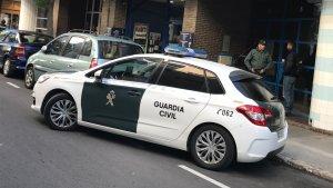 Un vehicle de la Guàrdia Civil a un dels punts on s'està duent a terme l'operatiu.