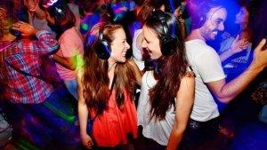 xiques a una discoteca