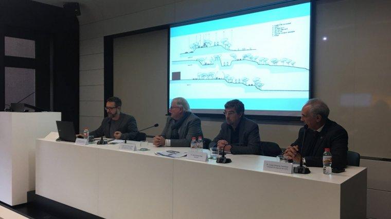 Diversos ponents, durant la presentació del projecte de la Rambla del Mar.