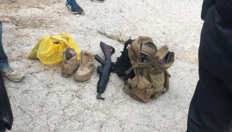 Imatge de l'arma i els carregadors que portava Casas en el moment de ser detingut pels Mossos.