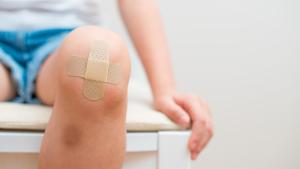 Aplicar alcohol a una herida dañará el tejido de la piel.