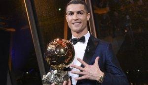 Cristiano Ronaldo tiene 5 balones de los cuales 3 son de oro.