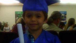 Imagen de Ryker Roque en su graduación de la guardería.