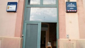 Imatge de l'entrada de l'edifici de la Policia Local de Moià i dels Mossos d'Esquadra