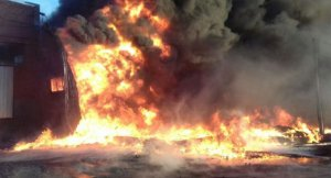 Imatge de les flames de l'incendi a l'Albi