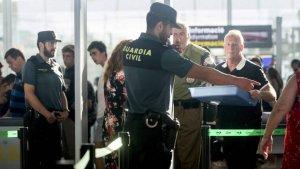 Imatge d'un guàrdia civil a l'Aeroport del Prat