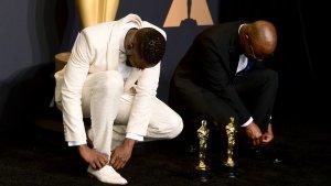 Los directores Barry Jenkins y Tarell Alvin McCraney en la gala de los Premios Oscar.
