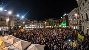 Milers de persones es concentren a Reus per l'alliberament 'dels Jordis' i contra l'article 155