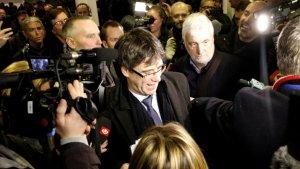 Molts mitjans han rebut l'expresident a la sortida de l'aeroport