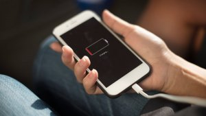 Muchos móviles pierden su poder de recarga en menos de año y medio.