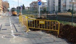 S'inicien les obres de construcció d'una xarxa de pluvials al carrer de Carles Roig.
