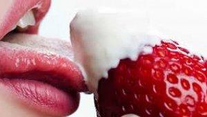 También es muy aconsejable utilizar lubricantes y convertir el sexo oral en una especie de juego