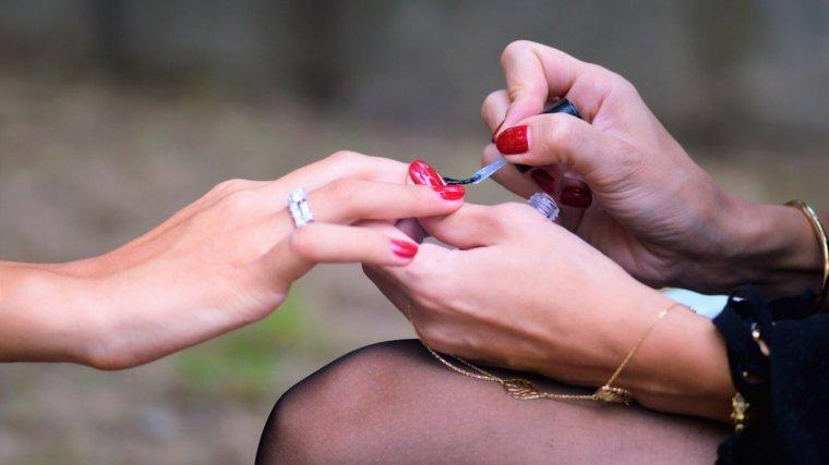 Esmalte de uñas más duradero: consíguelo con estos 6 trucos
