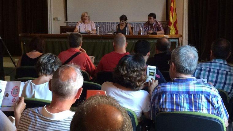 Laia Altarriba, al centre, a la presentació de 'La Jornada' a Tarragona