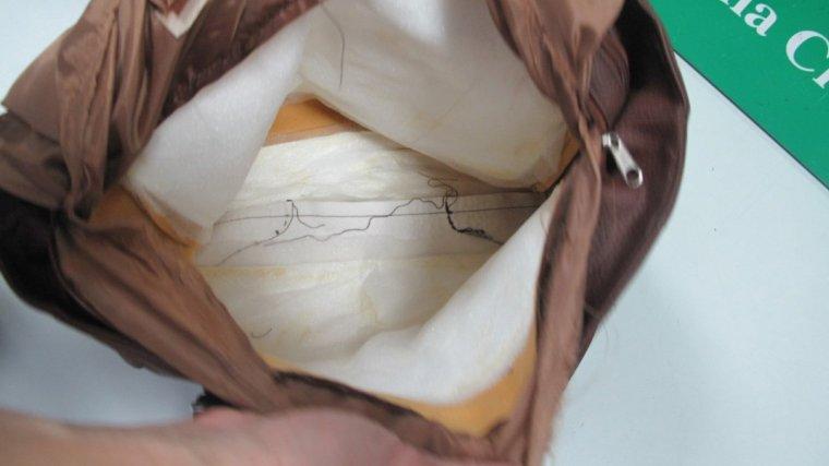 La bossa de mà amb doble fons que contenia cocaïna