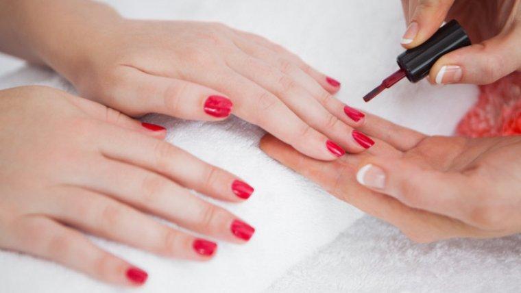 Los mejores 12 trucos para lograr un esmalte de uñas duradero