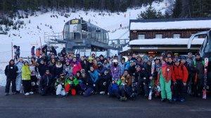 Imatge dels joves durant l'esquiada