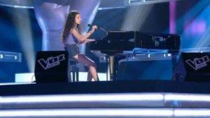 Irene Colmenero durant l'actuació que va realitzar a la Voz Kids