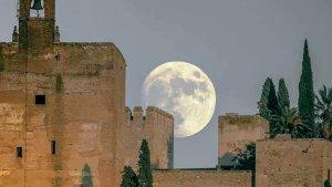 La gran superluna de 2016 vista desde Granada