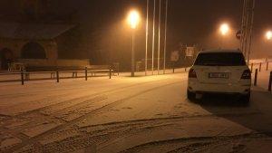 La neu comença a caure al Tibidabo