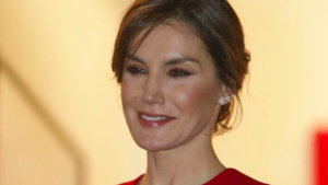 La reina Letizia sorprendió por su rostro hinchado en la feria ARCO