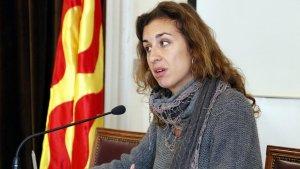 Laia Estrada, regidora de la CUP a l'Ajuntament de Tarragona, en roda de premsa aquest matí.