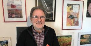 L'escriptor cerdanyolenc, Isidre Grau, al seu estudi