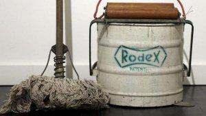 Modelo de la empresa Rodex, la primera fregona que llegó a los hogares de España.