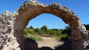 Una de les restes arqueològiques de la Vil·la Romana dels Munts.
