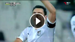 Xavi Hernández celebra un golàs de falta.