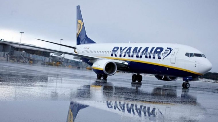 Avión de Ryanair en el Aeropuerto Adolfo Suárez Madrid Barajas