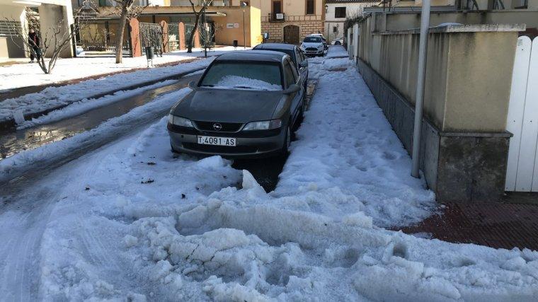 Diversos cotxes, atrapats per la calamarsa i el gel a la Riera de Gaià.