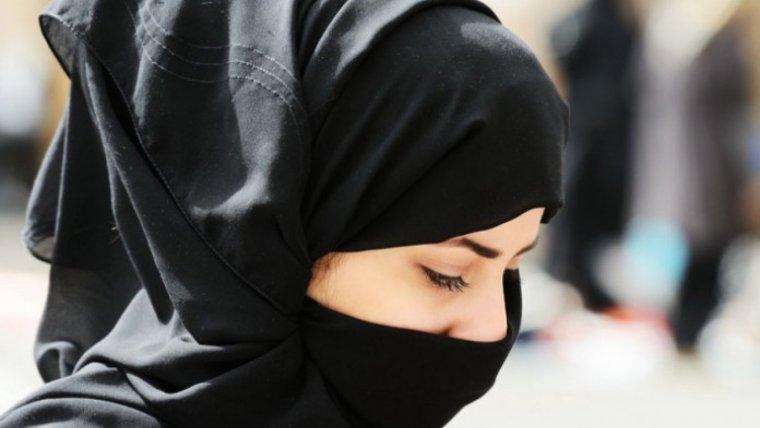 Fotografía de una mujer con el velo islámico.