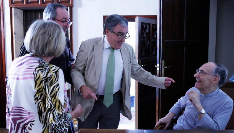 Imatge d'arxiu de Joan Mora amb l'alcalde de Lleida