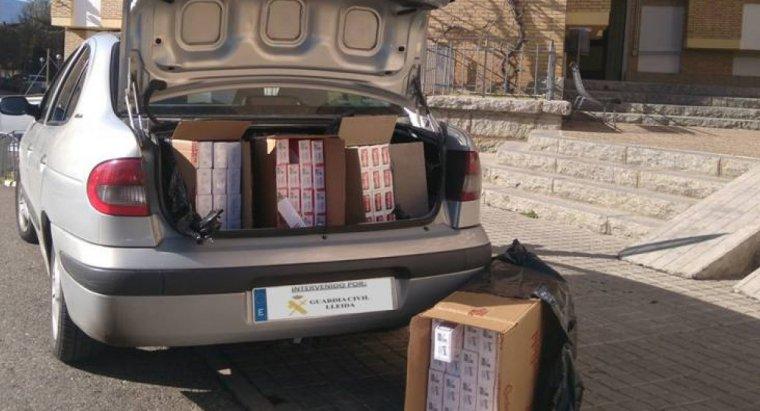 Imatge del tabac a l'interior del maleter del vehicle en què era transportat