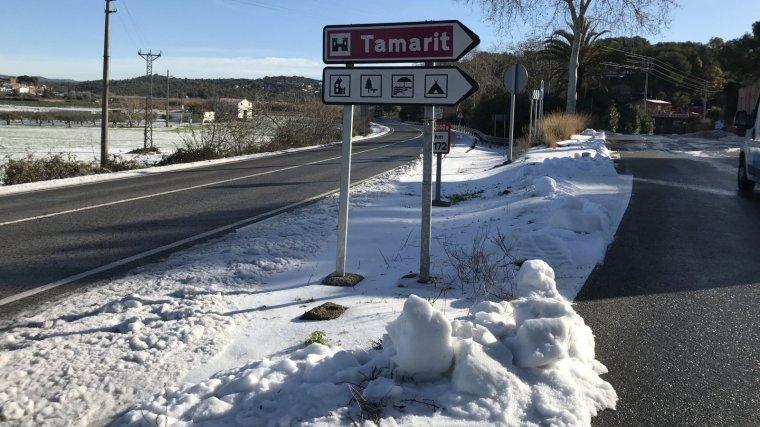 L'antiga N-340, al seu pas per Tamarit, emblanquinada.