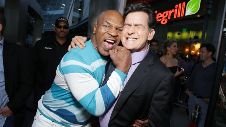 Mike Tyson y Charlie Sheen en Los Ángeles, en la presentación de Scary Movie V.