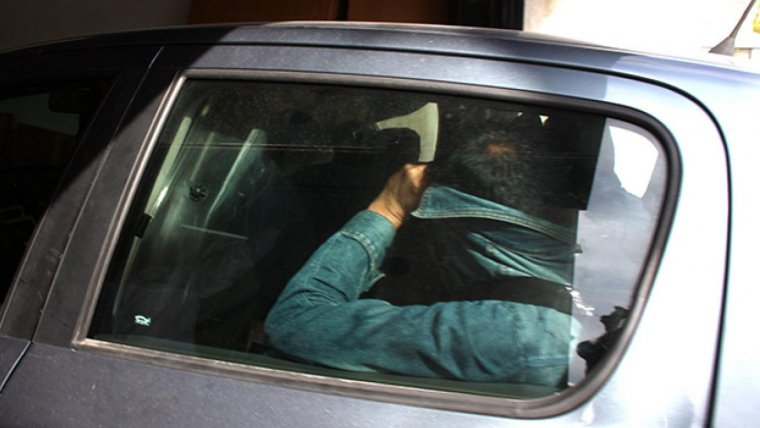 Pla curt d'un dels vehicles amb els detinguts d'Inipro.