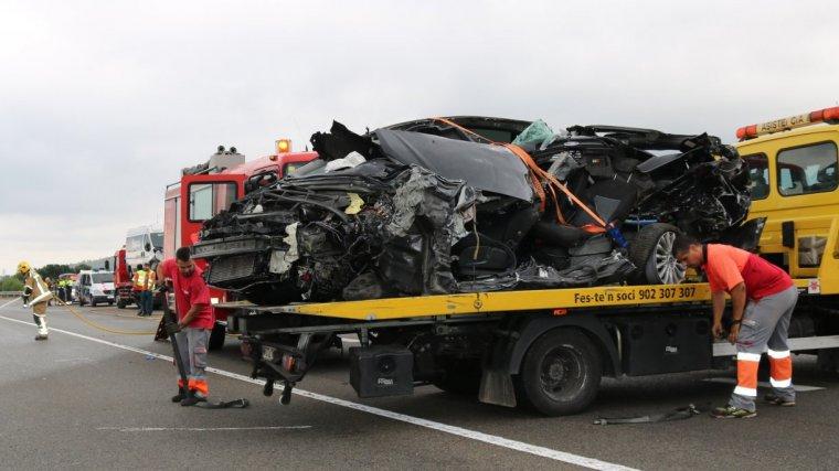 Pla obert del turisme implicat en l'accident mortal a la C-14 a Alcover.