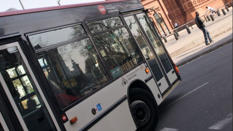 Un dels molts autocars públics de Barcelona.