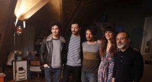 Actors i director en el plató del Parc Audiovisual de Catalunya