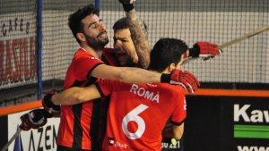 Albert Casanovas celebra el seu gol en el partit d'avui